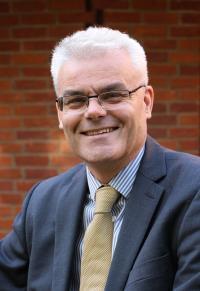 Dr Simon Vibert